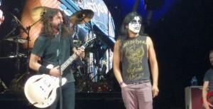 Foo Fighters спели на сцене Monkey Wrench вместе с фанатом
